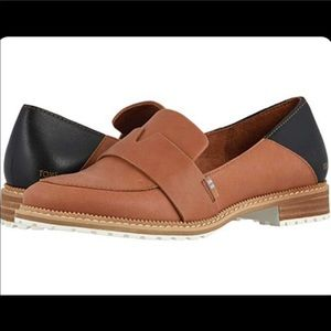 NWT TOMS Mallory Flat Loafers in Hazel Leather